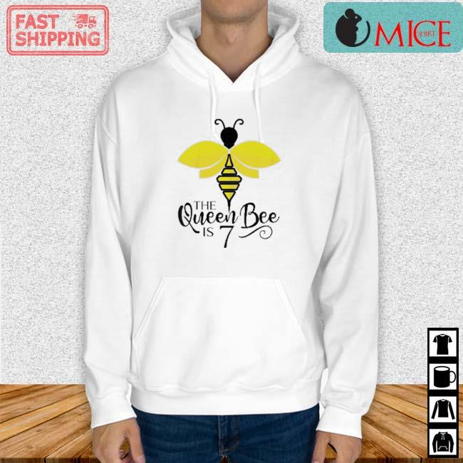 The Queen Bee Is 7 Years Old Bumblebee Shirt Hoodie trang