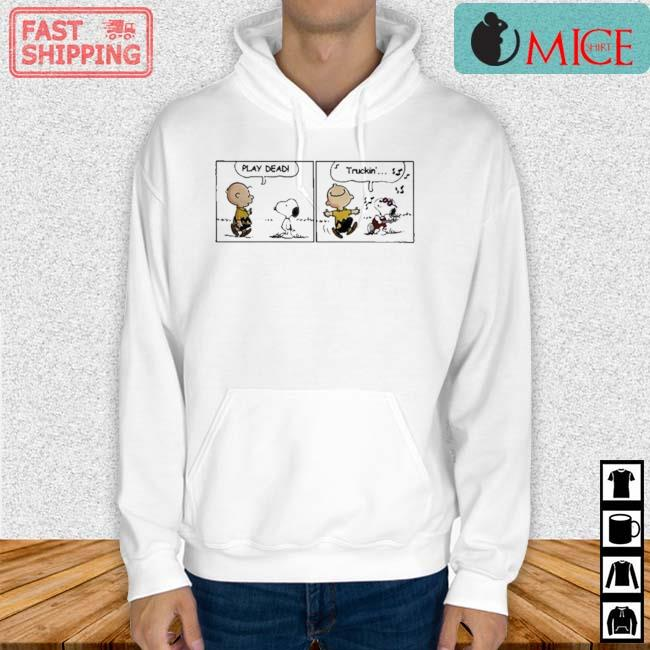 Snoopy And Charlie Brown Play Dead Truckin Shirt Hoodie trang