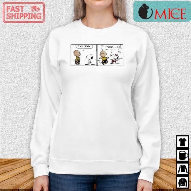 Snoopy And Charlie Brown Play Dead Truckin Shirt Sweater trang