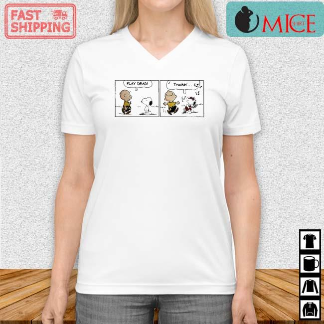 Snoopy And Charlie Brown Play Dead Truckin Shirt Vneck trang